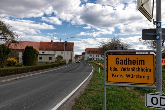 Ortseingang von Gadheim aus Richtung Güntersleben.
