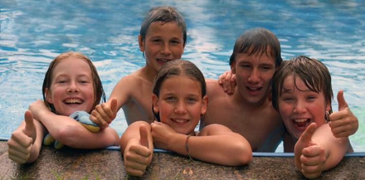 So macht der Sommer richtig Spaß! Auf geht`s in´s Freibad! (Bild: Stephanie Hofschlaeger / Pixelio.de)