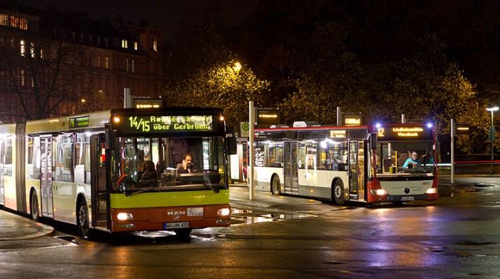 Busbahnhof Würzburg bei Nacht (Foto: wuerzburg24.com)