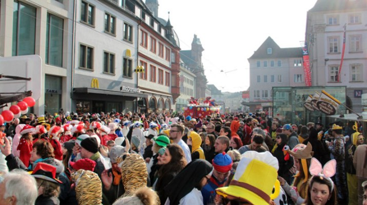 Gute Stimmung beim Faschingsumzug in Würzburg