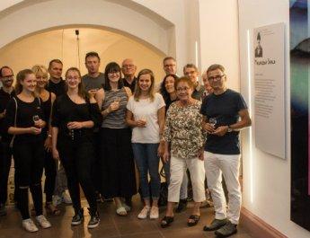 """Midissage """"Pics4Peace"""": Junge Künstler kommunizieren im Rathaus"""