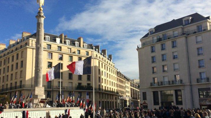 Gedenken an Leid und Freude über Frieden: Große Zeremonie in Caen