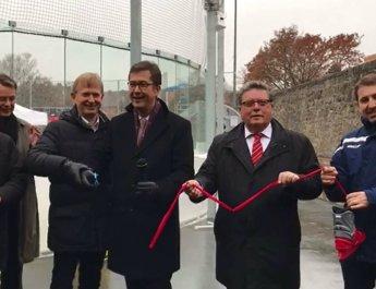 Neue Eisbahn offiziell eröffnet