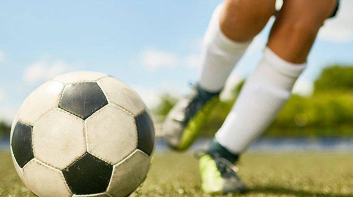 Leistungsfußball unterstützt Schulerfolg