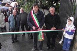 Alla testa della più ardita gioventù di Affile, il sindaco Ercole Viri inaugura il mausoleo.