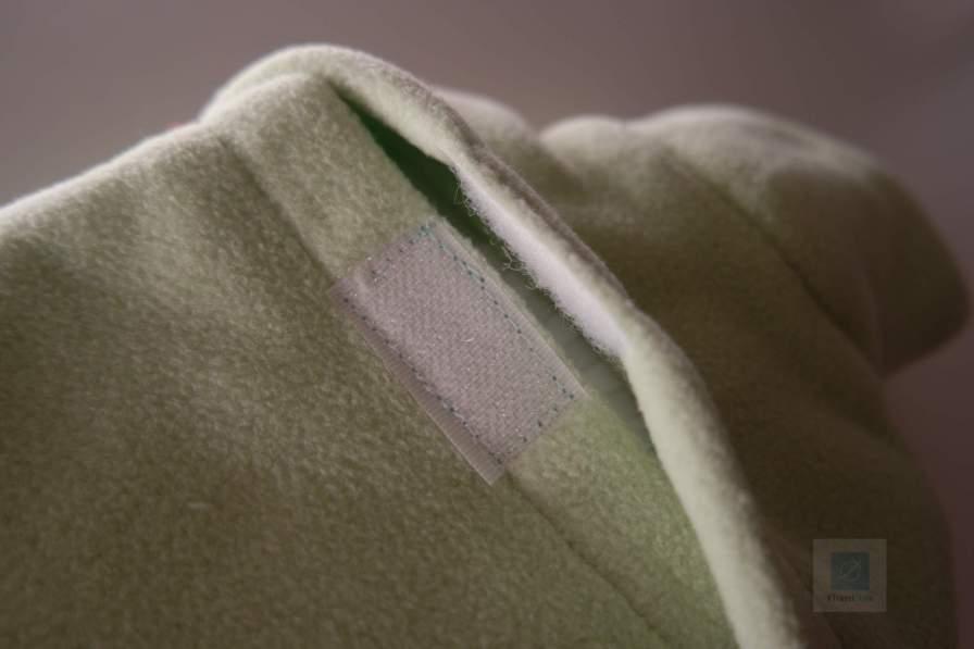 der Klettverschluss auf der Rückseite