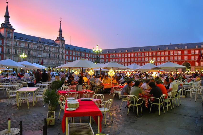 Mis tres noches saliendo de fiesta al último OASIS de Madrid