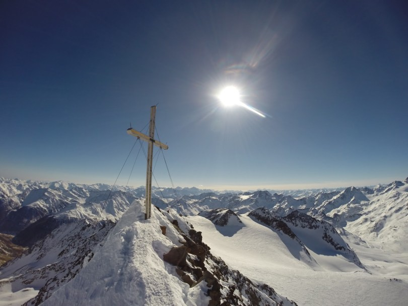 Am Gipfelkreuz der Fineilspitze
