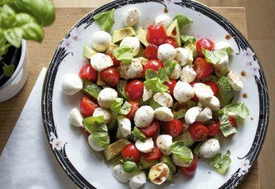 Caprese, Insalata Caprese, Salad, Caprese salad, avocade, tomato, gluten free, basil, pepper, balsamic vinegar, extra virgin olive oil, wuthering bites, @wbites, easy, simple, nutricious, lunch,