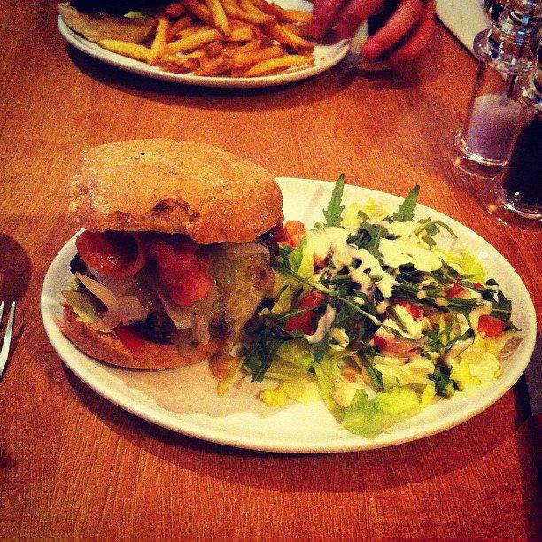 Jake and Elwood, gluten free, burger, atomic burger