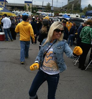 Jill get her groove on at tailgate