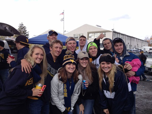 students-at-tailgate2