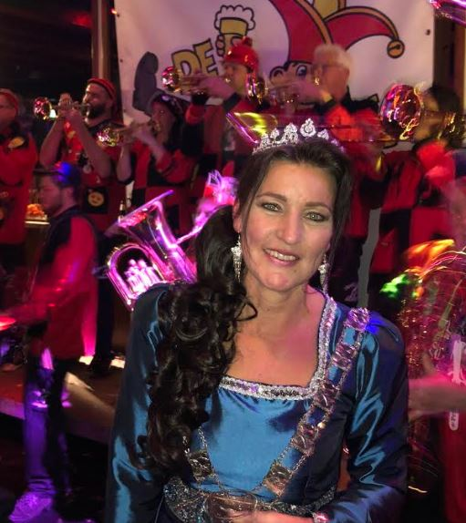 Carnavalsvereniging de Deurzakkers trapten seizoen af met Prinses Party bij vv SVI