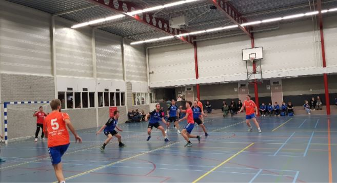 Travelbags/HV Zwolle handbalheren trokken aan langste eind in spannend en gelijk opgaand duel