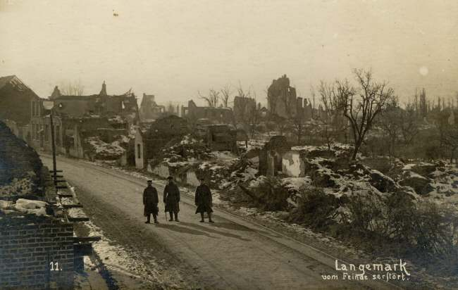 Soldiers in the streets of Langemark during winter