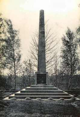 The 18th Division Memorial between the Wars. Photo: Combier-Macon