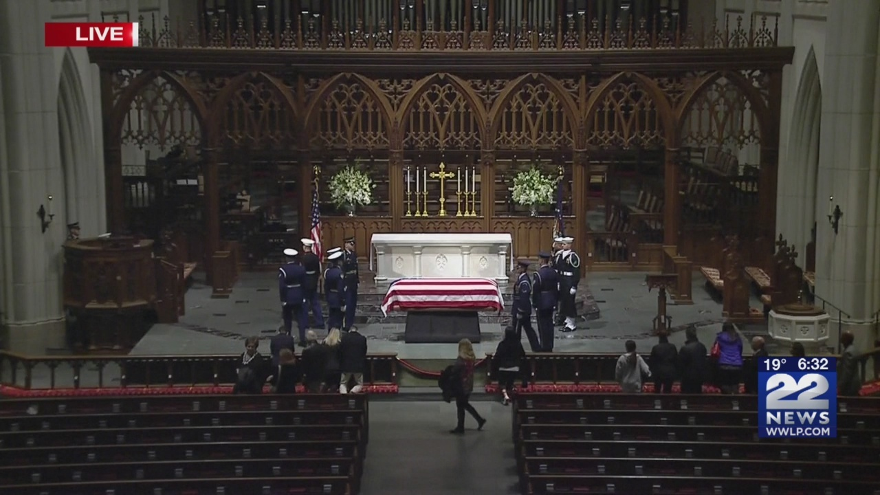 Private_funeral__burial_for_George_H_W___0_20181206114704