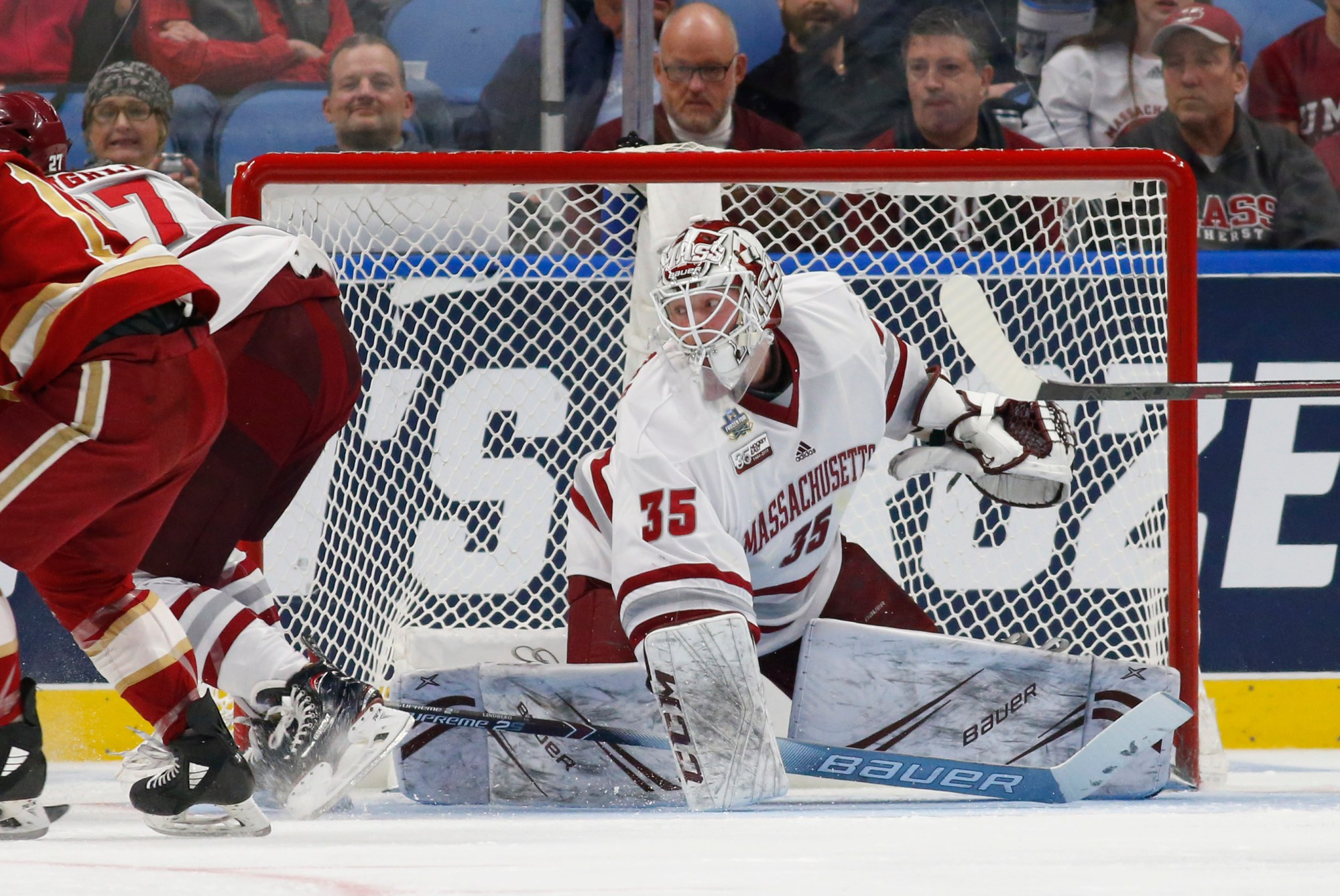 ncaa_umass_denver_hockey_48690-159532.jpg39199436