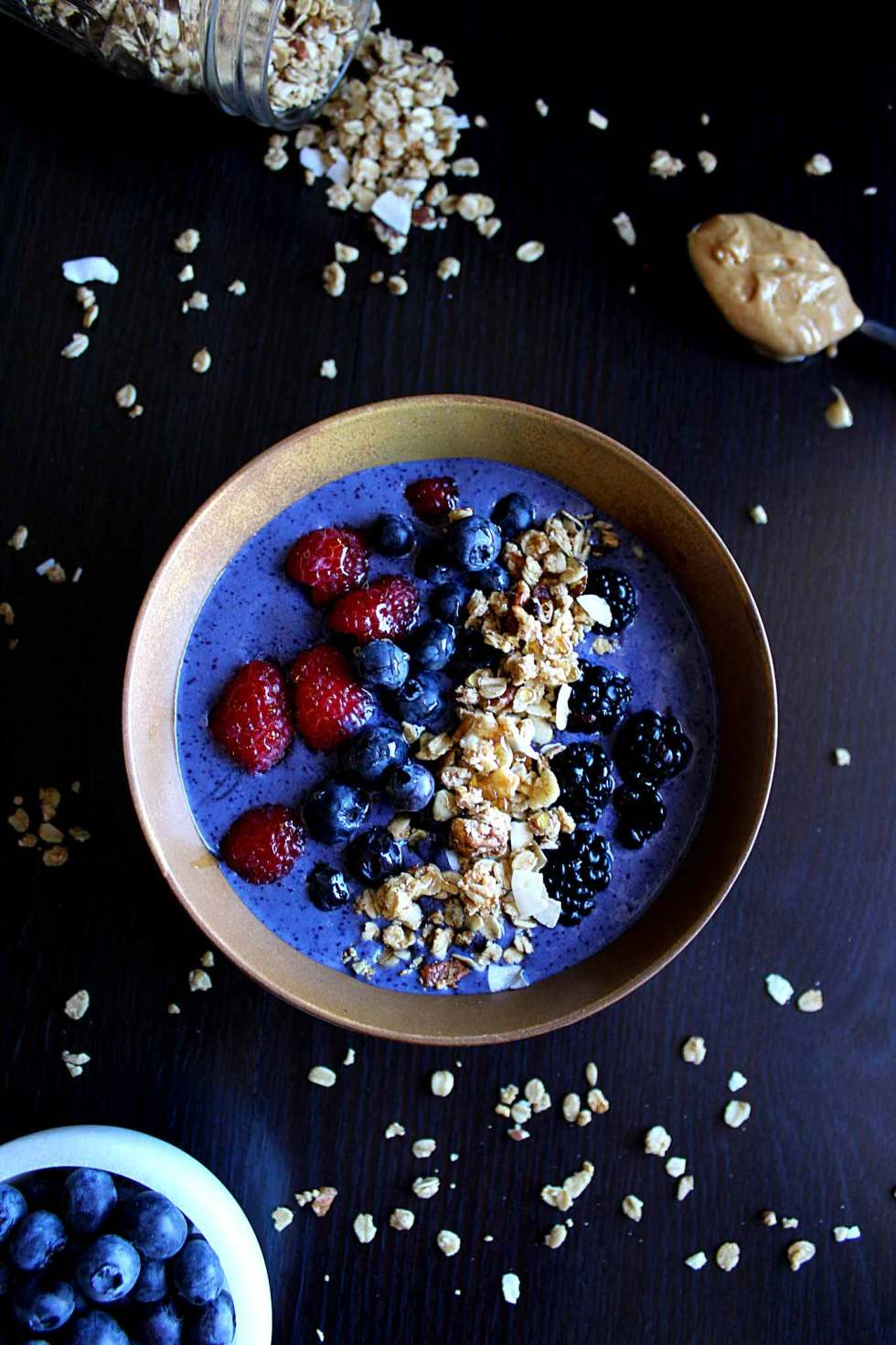 Skinny Peanut Butter Protein Smoothie Bowl | Under 300 Calories | Vegan Protein Smoothie | Peanut Butter Smoothie Bowl | Homemade Granola | Skinny Smoothie