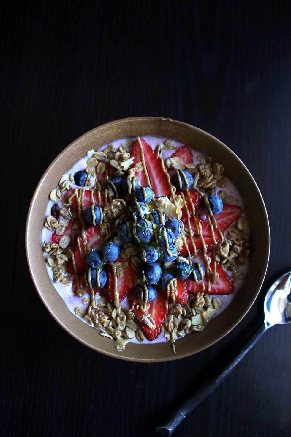 Strawberry Smoothie | Protein Smoothie | Smoothie Bowl | Almond Butter | Vegan | Breakfast | Paleo