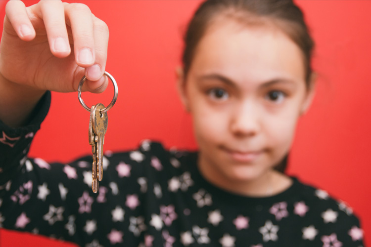 What is a good age for giving children a key to the house?