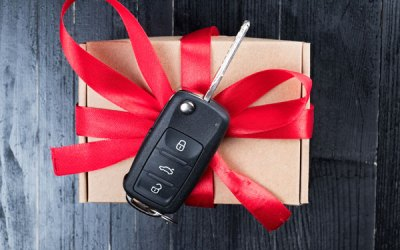How does a locksmith make a car key?