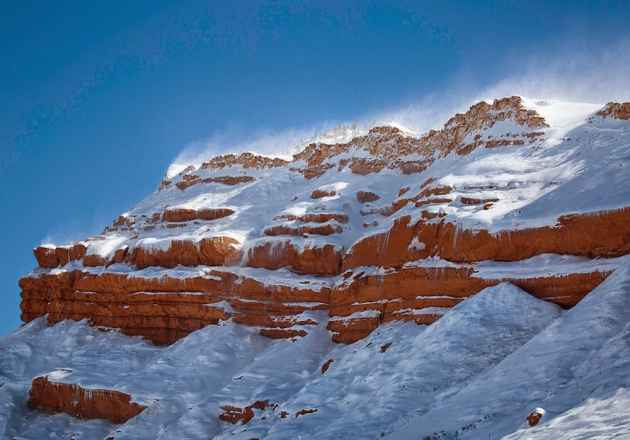 Snow blows off red cliffs along the Chief Joseph Highway (KathyLichtendahl/Light in the Valley — click to enlarge)