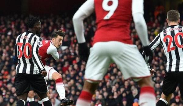 Wenger Percaya Mesut Ozil Ingin Bertahan di Arsenal