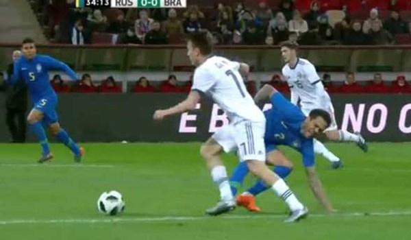 Laporan Pertandingan Sepakbola Timnas Rusia VS Timnas Brasil