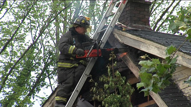 Youngstown fire destroys camper, vacant home_44960