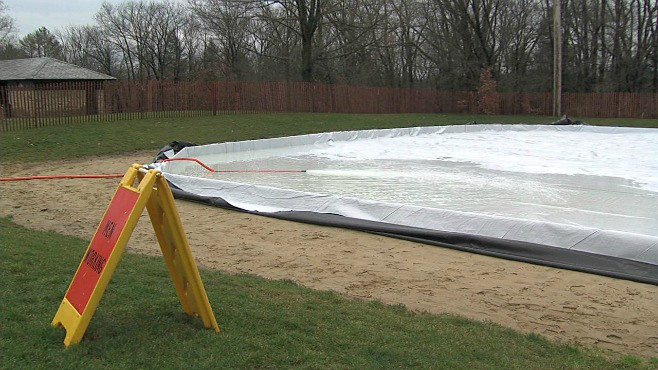 Crews begin setting up Mill Creek Park ice rink_62877