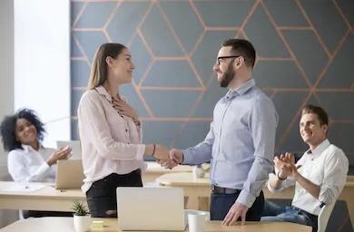 كيفية إعداد نظام لمكافأة الموظفين