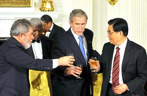 Tổng thống Bush (giữa) tiếp đón các nhà lãnh đạo tại Nhà Trắng
