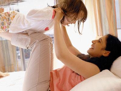 """Nhiều chị em lựa chọn làm mẹ """"đơn thân"""" (ảnh minh họa)"""