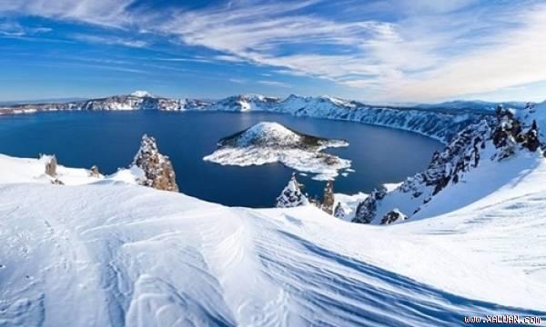 Hồ Crater nằm trong khu vực Vườn quốc gia Crater Lake, bang Oregon, Mỹ. Ảnh:Wikimedia.
