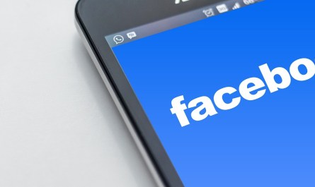 Facebook mobile Trending News section