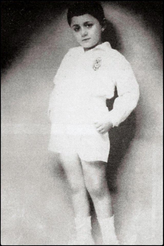 Ο Μάνος σε νεαρή ηλικία