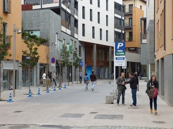 entrada parking aparcament portal de la rambla vic passeig