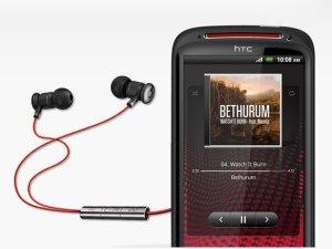 Le HTC Sensation XE avec ses écouteurs Beats Audio.