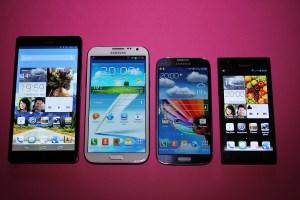 De g. à d.: Huawei Ascend Mate, Samsung Galaxy Note 2 et S4. Huawei Ascend P2.