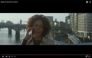 Naomie Harris joue Moneypenny pour faire la promo de l'Xperia Z5.