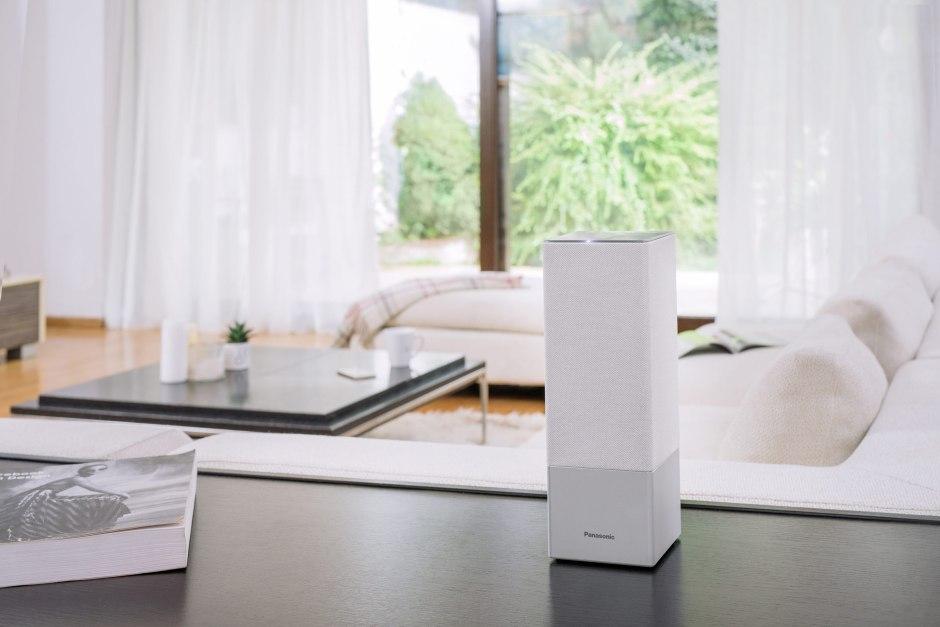 Le haut-parleur intelligent Panasonic SC-GA10 avec Google assistant.