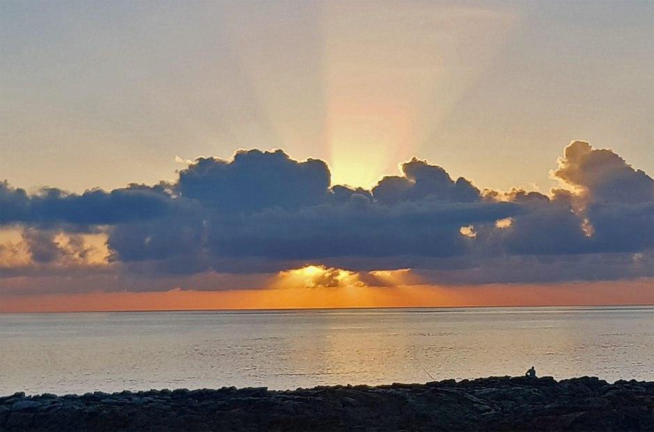 Sunrise: quelques nuages sur l'horizon...