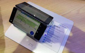 ZTE dévoile son Axon M à «écran pliable» à Barcelone: prise en mains