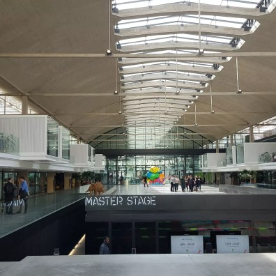 Station F a été fondé dans une ancienne halle de fret érigée par Eugène Freyssinet.