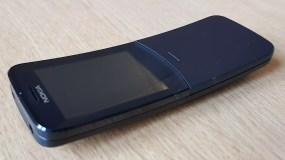 Nokia 8110 4G fermé.
