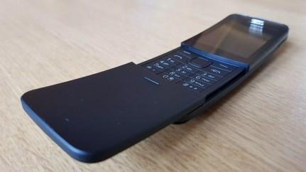 Nokia 8110 4G: un clapet protège les touches.