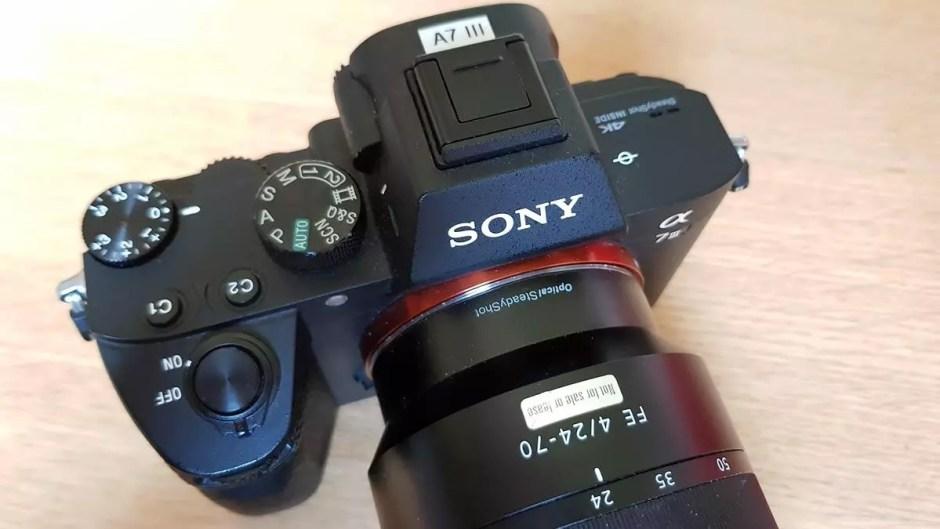 Le Sony α7 III permet de faire des vidéo 4K jusqu'à un débit de 100 Mbits/sec.