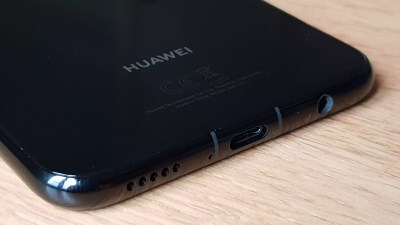 Huawei Mate 20 Lite: USB-C et mini jack audio.