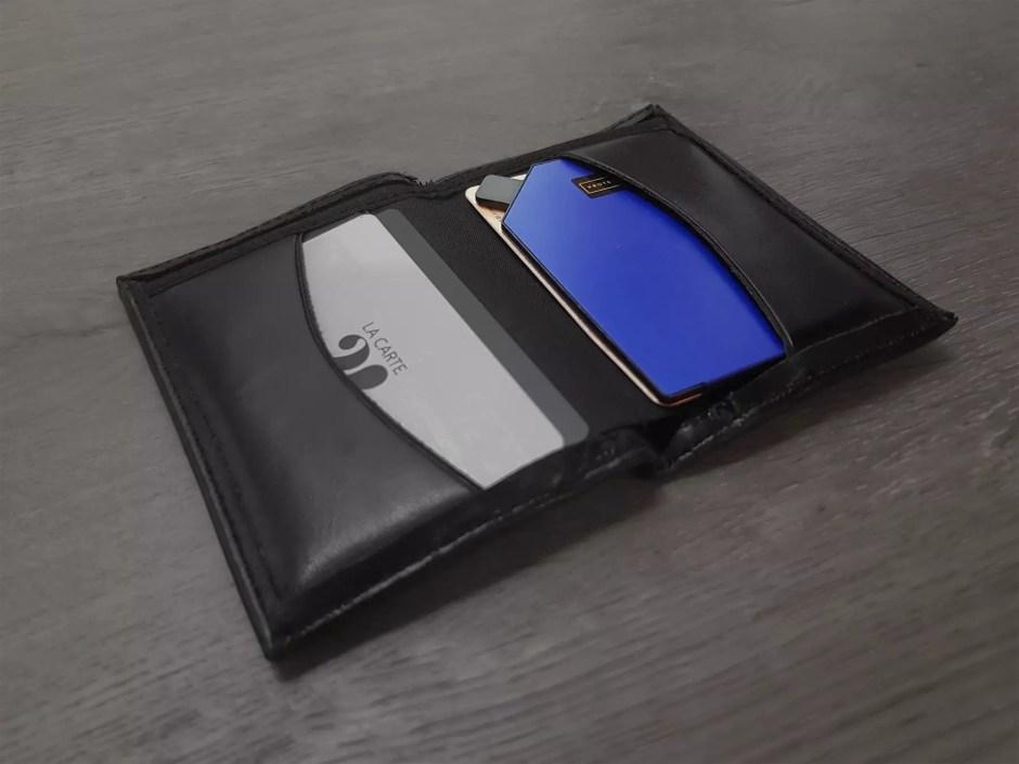 ProtecCard se glisse facilement dans le portefeuille ou le sac à main pour les protéger.